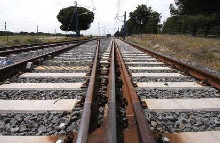 Adif licita cambiar el ancho de vía Castellón-Vandellós para conectar con Europa
