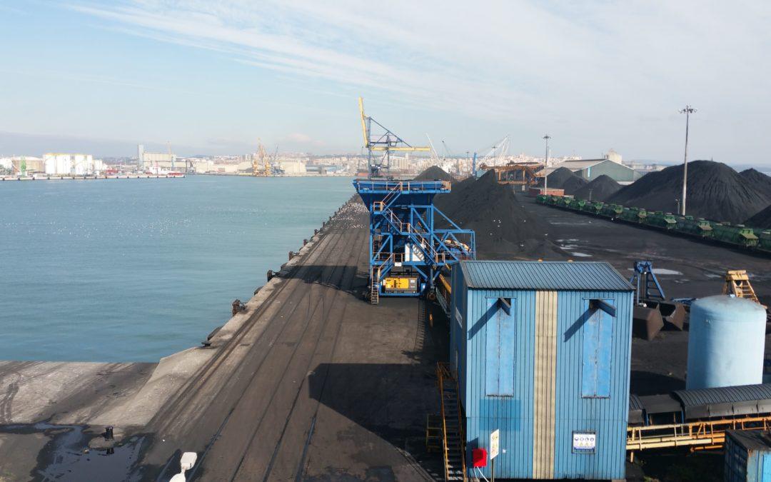 Endesa prevé cesar su operativa de carbón en el Puerto antes de un año