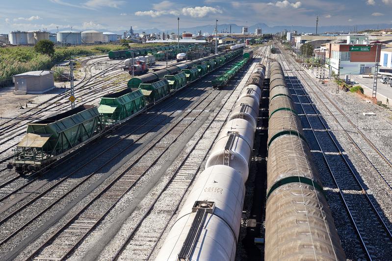 Feique propone a Fomento impulsar el transporte ferroviario de mercancías químicas