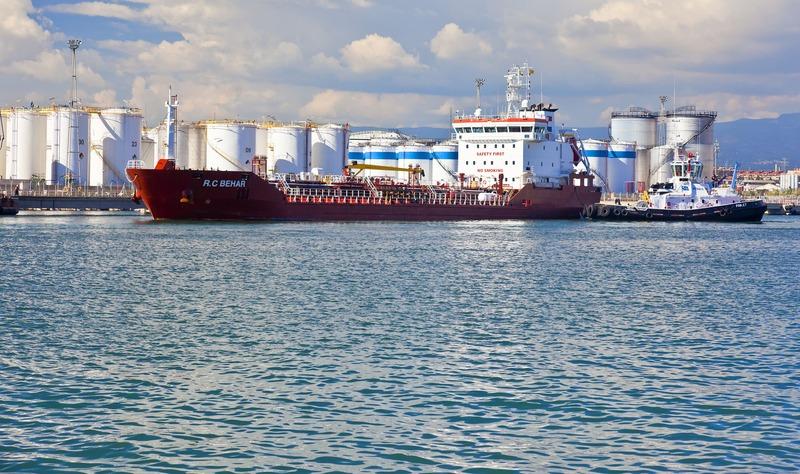 Los graneles líquidos hacen que el  Puerto crezca un 6% en el primer semestre del año