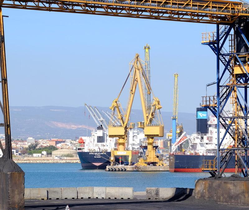 Tarragona, el puerto que más crece en agosto en graneles líquidos y el tercero en sólidos