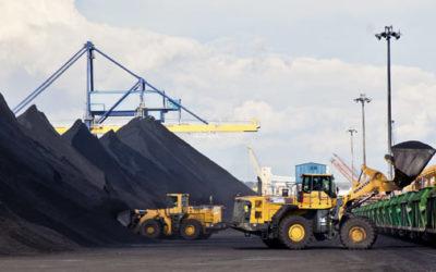 Endesa seguirá con el tráfico de carbón en el Puerto pese a haber anunciado el cierre de la operativa