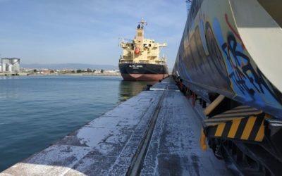 El Puerto amplía a 5 trenes semanales el transporte de cereales a Aragón