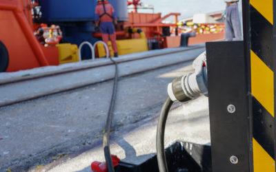 El Port ensaya un innovador sistema de conexión eléctrica a barco