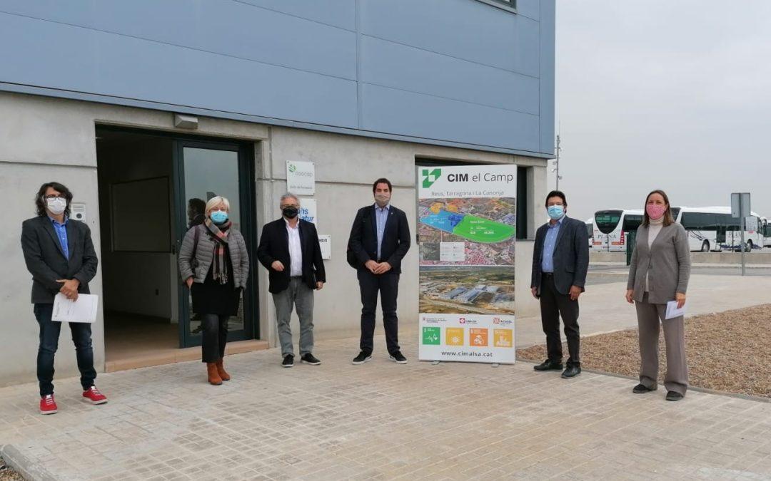 Recta final en las obras de mejora del aparcamiento de vehículos pesados de mercancías  peligrosas de Riuclar