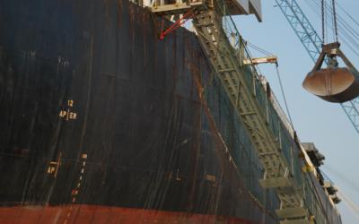 Los estibadores del Port advierten de la falta de personal cualificado para operar a bordo